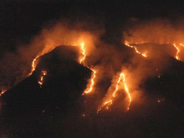 L'Amazonie brûle, des images saisissantes au cœur du désastre écologique
