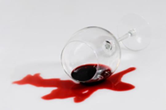 Enlever une tache de vin: 9méthodes efficaces