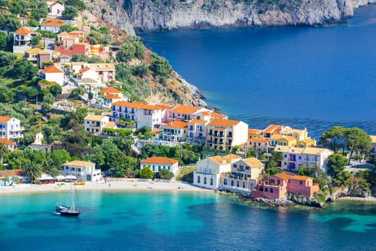 Passer sa retraite en Grèce: démarches, impôts, coût de la vie, guide pratique