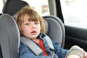l 39 enfant en voiture quel ge pour un rehausseur ou un si ge auto. Black Bedroom Furniture Sets. Home Design Ideas