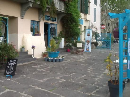 Restaurant : La Marina  - Aperçu de la devanture du restaurant vu du quai -