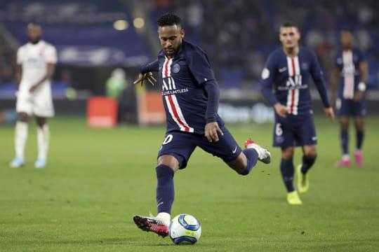 Paris bat l'Olympique lyonnais grâce à un but de Neymar