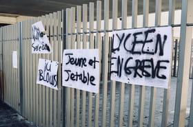 Lycées bloqués en France : quelques incidents