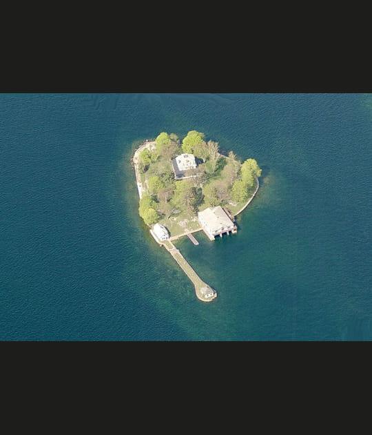 Curieuse île des Pins