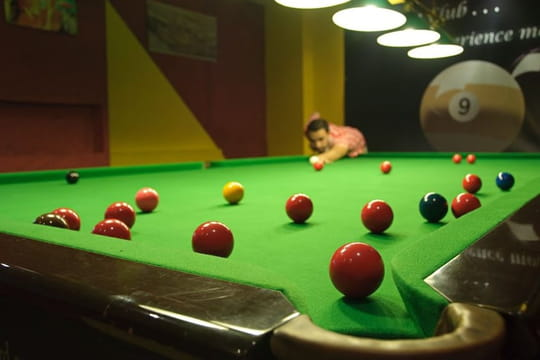 Jouer au snooker