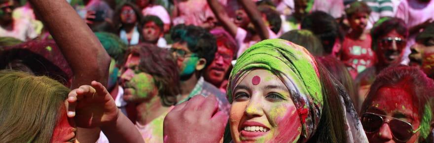 Holi: les images explosives de la fête des couleurs indienne!
