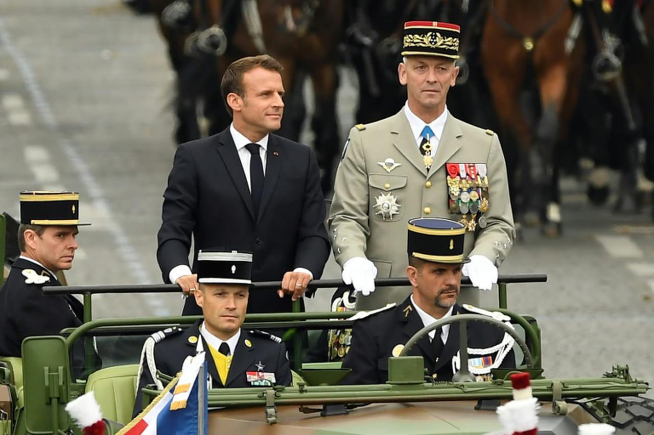 14juillet: Macron ouvre le défilé, des sifflets entendus