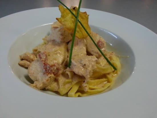 Plat : Restaurant le M  - Poulet au pesto de tomates sechees et parmesan,tagliatelles fraiches -
