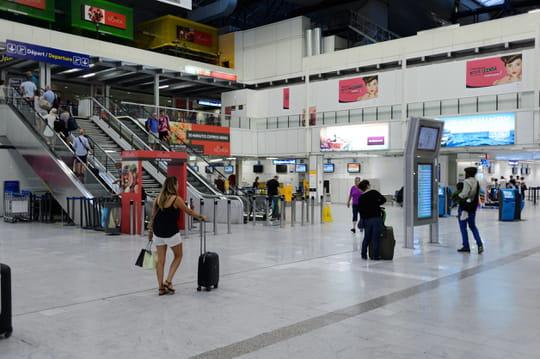 Aéroport de Nice: terminal, parking, vols au départ, location de voiture