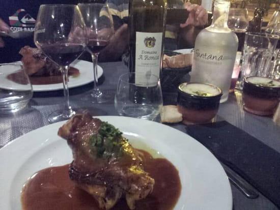 Plat : A FUNTANA  - Jarret confit et sa purée le tout accompagné d un petit vin conseillé par le patron.  -
