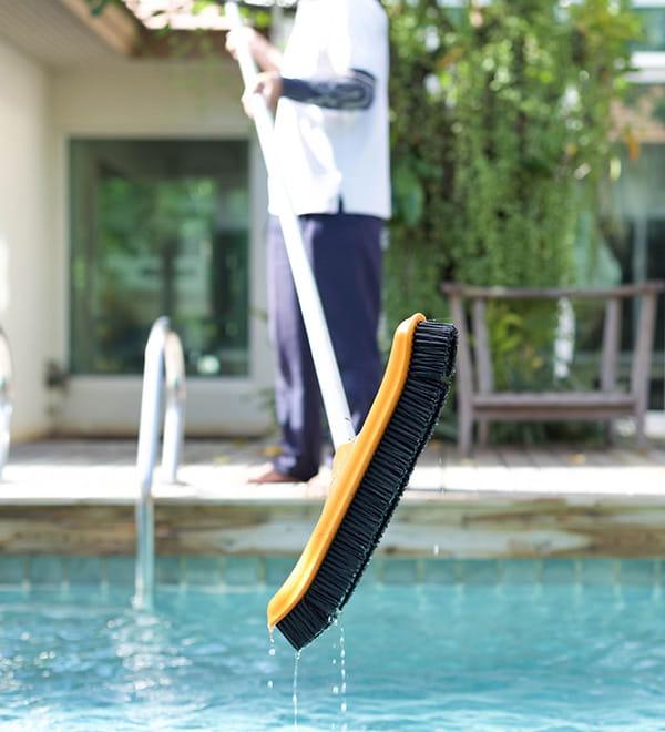 Brosser le fond de la piscine for Sulfate de cuivre dans la piscine