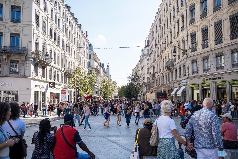 DIRECT. Coronavirus en France: 8128nouveaux cas, vers la fin des restrictions?