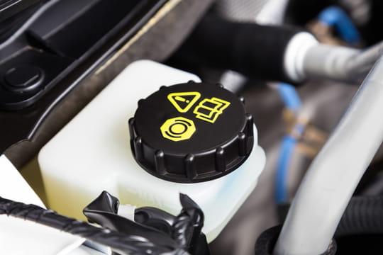 Liquide de frein: à quoi ça sert? Quand et comment le changer? [prix]