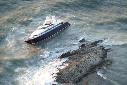 Un yacht s'échoue à Saint-Jean Cap Ferrat