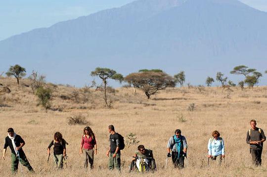 Un défi humain: dix handicapés à l'assaut du Kilimandjaro