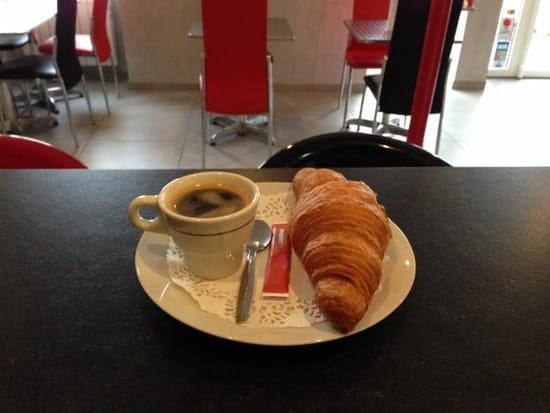 Petit-déjeuner : Café du Peloux  - Café croissant 1,50€ -