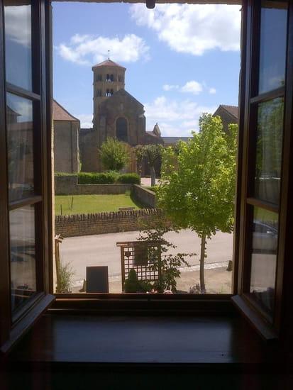 Auberge du Prieuré  - Vue sur le prieuré fâce à l'auberge -
