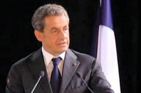 Sarkozy: ce qu'il dit aux journalistes sur Hollande, Trierweiler, l'UMP...