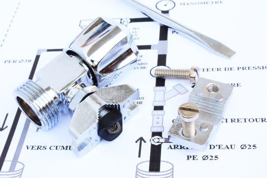 Comment installer un robinet auto-perceur?