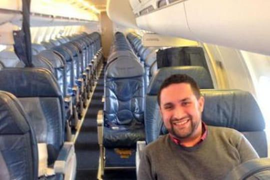Il se retrouve seul dans son avion à destination de New York