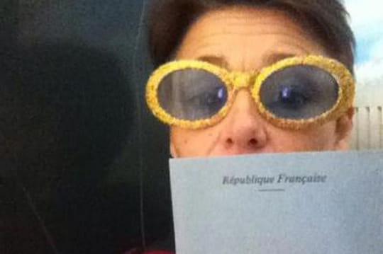 """Le """"selfisoloir"""": quand le selfie s'invite dans les bureaux de vote"""