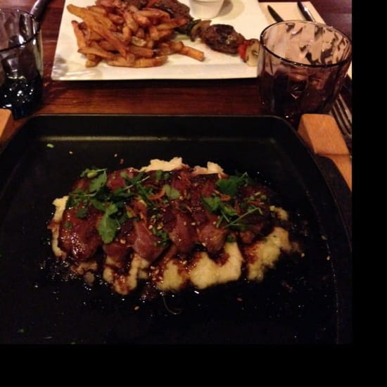 Plat : La Boussole  - Magret de canard miel romarin purée à l'huile d'olive !! Brochette de bœuf frite maison.  -