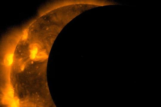 Eclipse solaire 2017: Trump sans lunettes, embouteillages monstres... Revivez l'événement