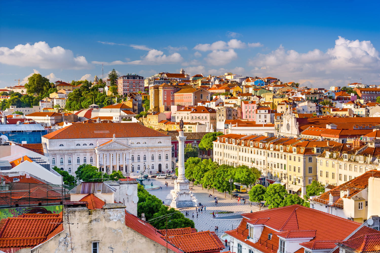 Déconfinement en Europe: le Portugal rétablit un couvre-feu dans 45communes, le point par pays