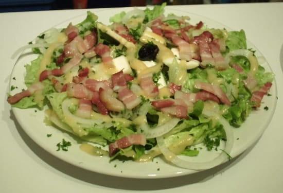 La Halle au Blé  - salade cévenole au pélardon -