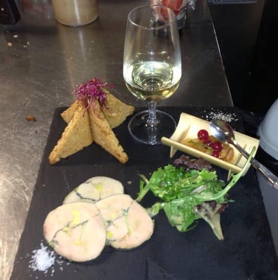 Entrée : La Licorne  - Foie gras cuit au torchon, chutney d'abricot et amandes -