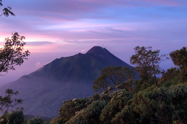 Merapi, actif et dangereux en Indonésie