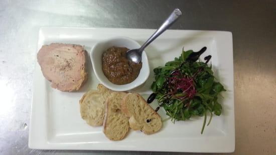 L'Auberg'In  - foie gras au torchon, chutney figues maison -   © patrice