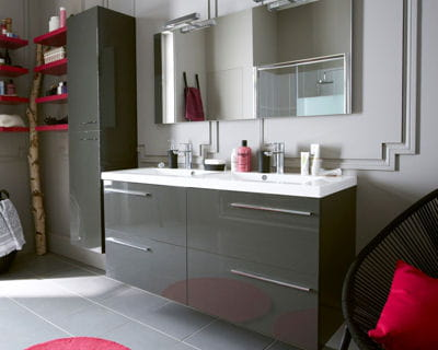 Une salle de bains laqu e - Tablette salle de bain leroy merlin ...