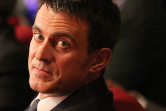 """Manuel Valls: accusé de """"triche"""", l'ex-Premier ministre montre les muscles"""