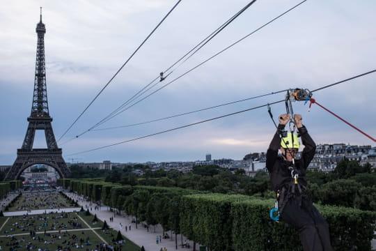 Tour Eiffel: une tyrolienne géante investit la Dame de Fer