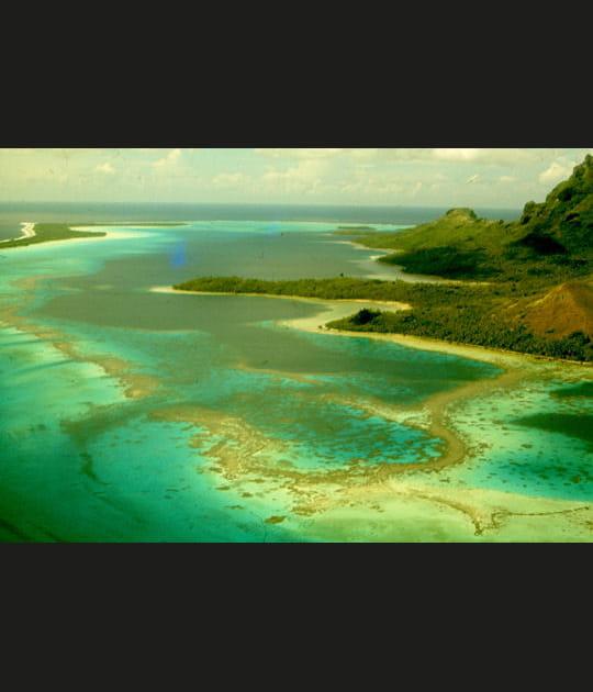 Lagon d'émeraude à Bora Bora