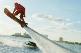 """Démonstration impressionnante d'un """"Hoverboard"""" au-dessus de l'eau"""