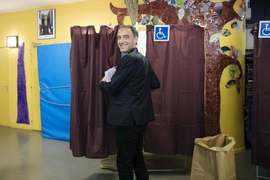 Résultat Glucksmann aux européennes: le PS sauve sa place