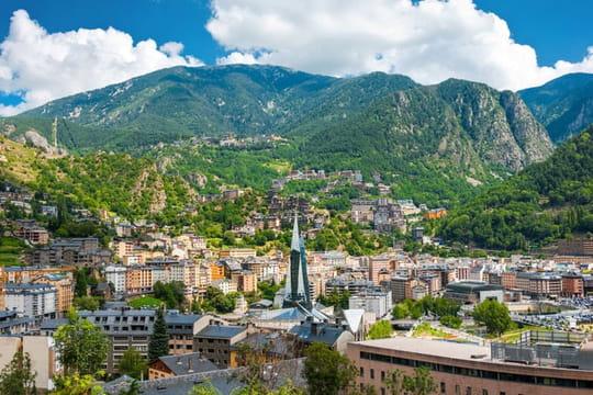 Alcool et cigarettes en Andorre: quelles règles à la douane?