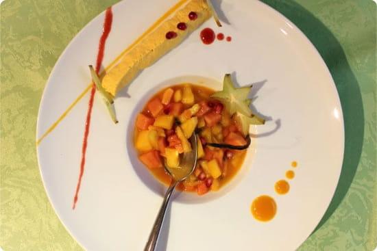 Le Vert mi Sel  -  Salade de fruits exotiques infusés à la vanille bourbon; coulis & mousse mangue... -   © Magicpainters