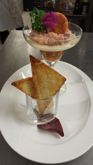 Brasserie du Casino la Palm'hyeres  - tartare de saumon lait d'amande torréfié  carte -   © chef