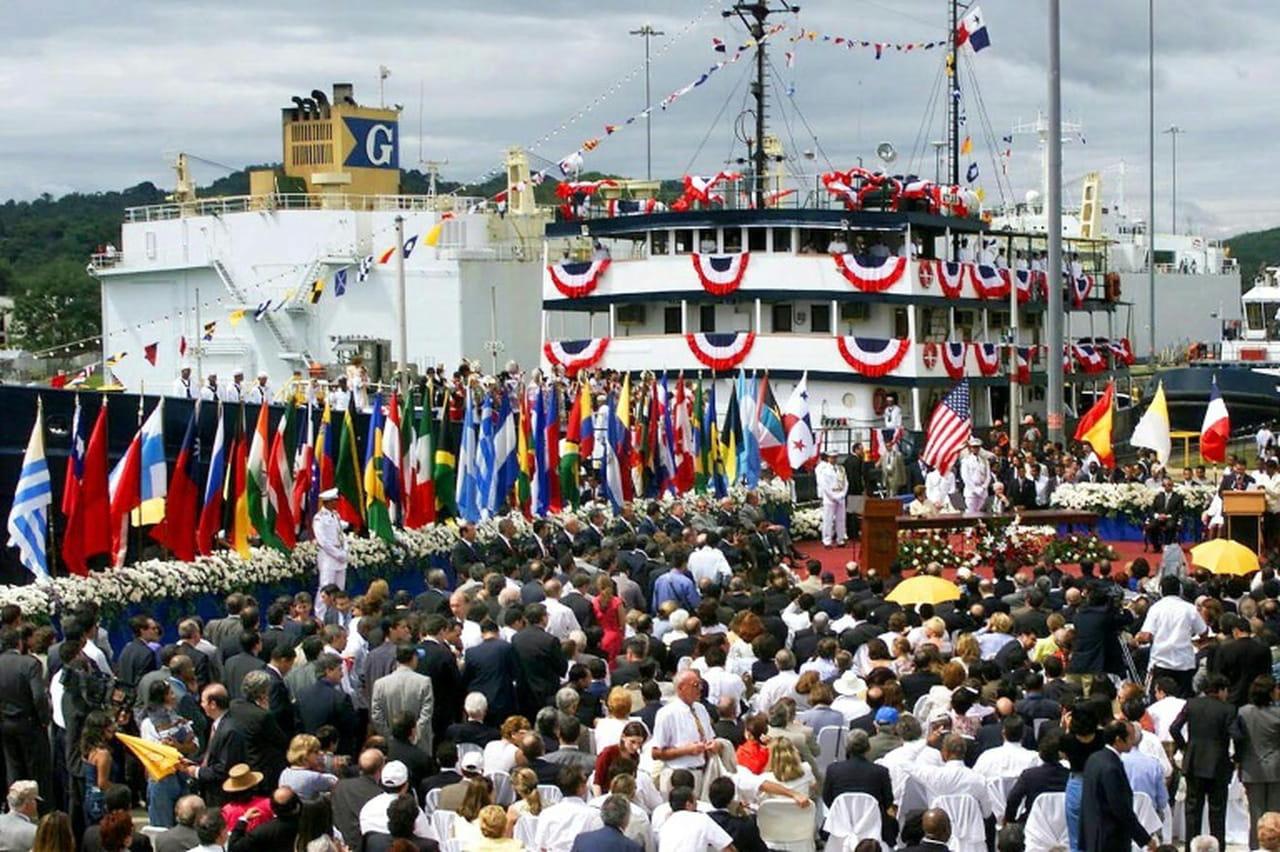 Le Panama fête 20ans de souveraineté sur son canal, menacé par le changement climatique