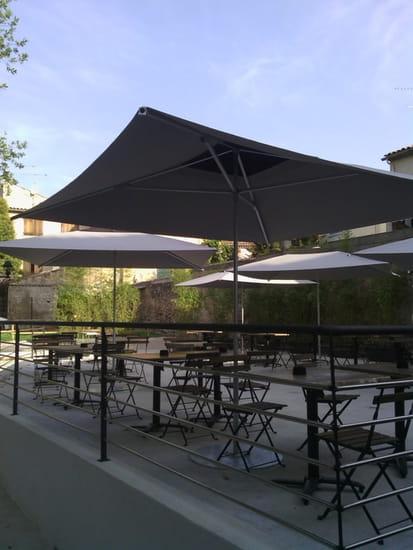 Brasserie le Central  - terrasse ombragé au pied de l eglise -