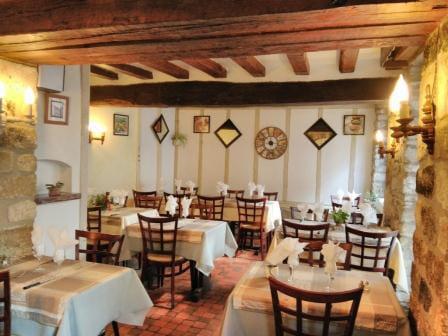 Restaurant : Aux Saveurs Des Saisons  - Salle de restaurant -   © Restaurant