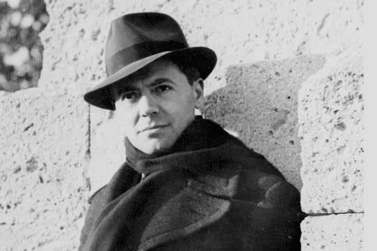 Jean Moulin: biographie du préfet devenu chef de la Résistance