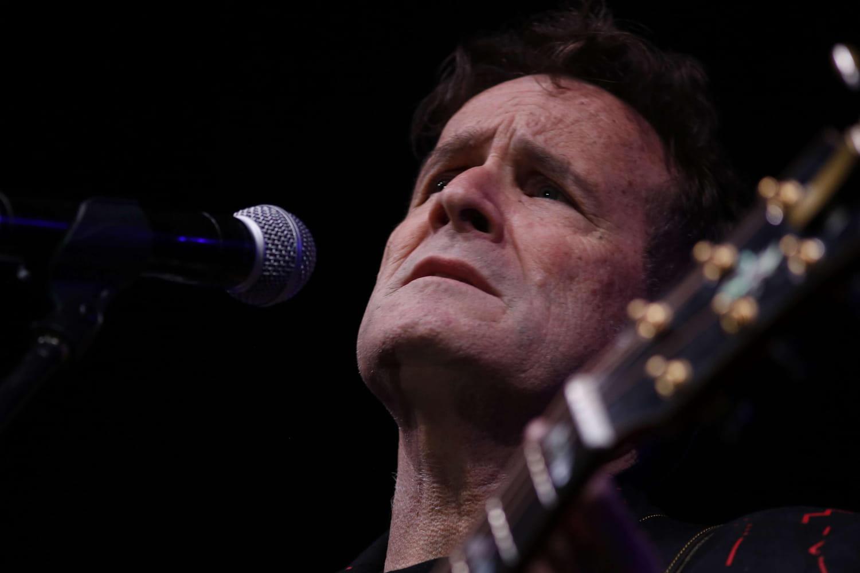 """Mort de Johnny Clegg: le """"Zoulou blanc"""", une vie de luttes en chansons"""