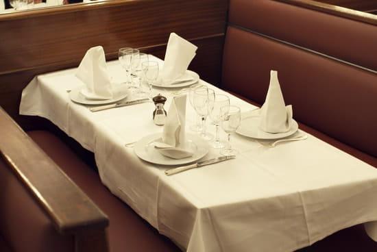 Chez Savy  - Chez Savy, une table dressée pour le dîner -