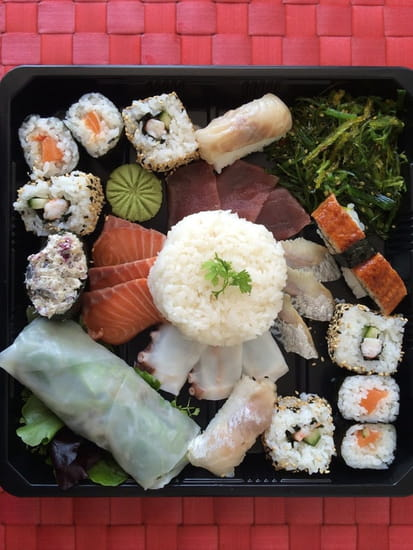 Sushi Yama  - Plateau de nigiri/maki/sashimi -   © Sushi Yama
