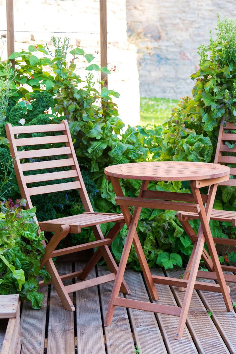 Quel bois privilégier pour le mobilier de jardin ?