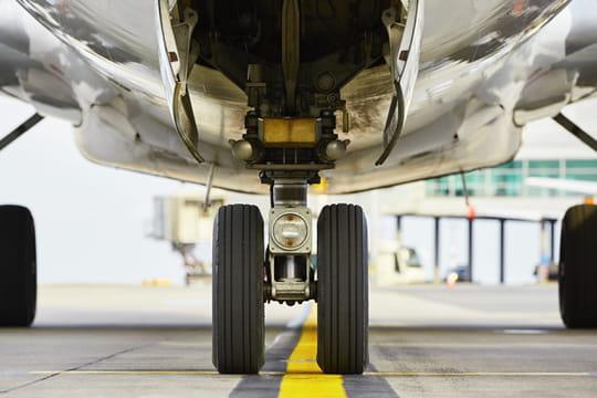 Un homme se fait écraser le pied par un avion, il est grièvement blessé